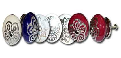 Grande porcellana pulsante e metallo